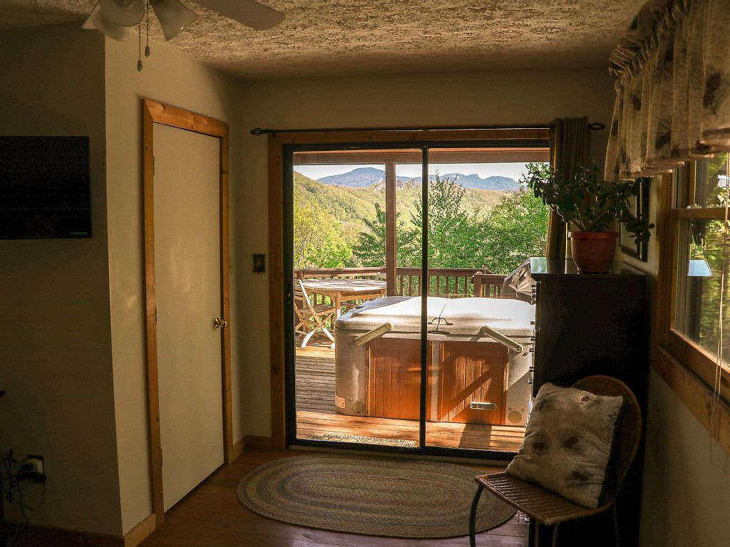 Mountain View Cabin Pet Friendly Outdoor Hot Tub