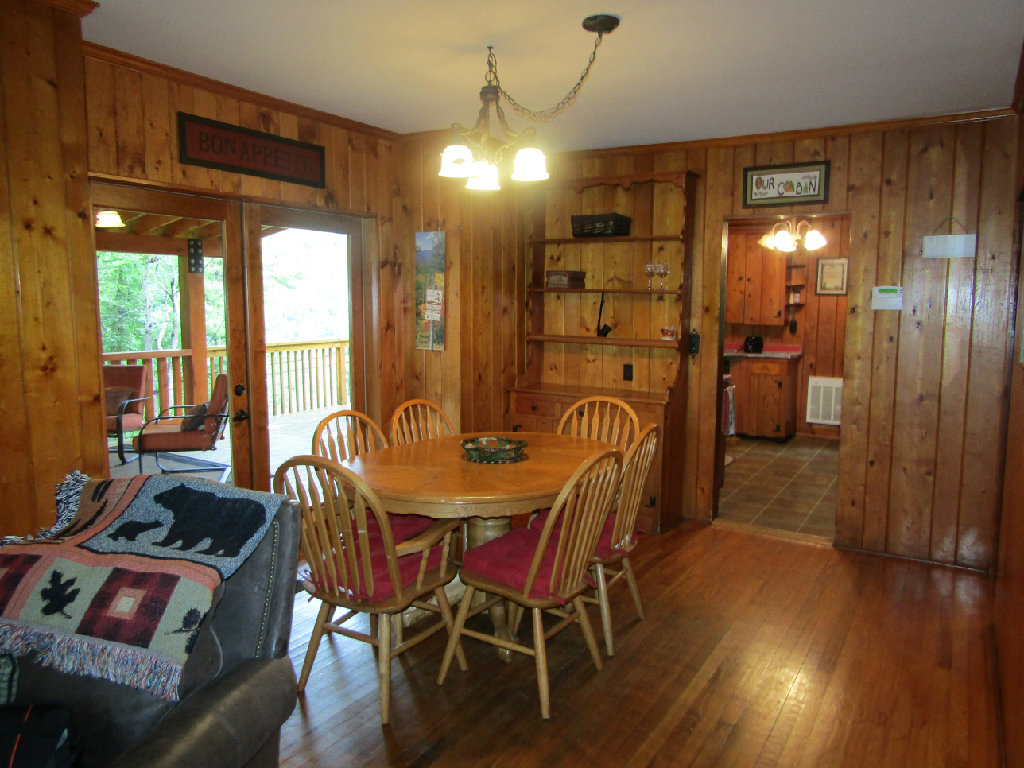 Bear Cub Cabin Walk To Everything Firepit Huge Deck Wifi