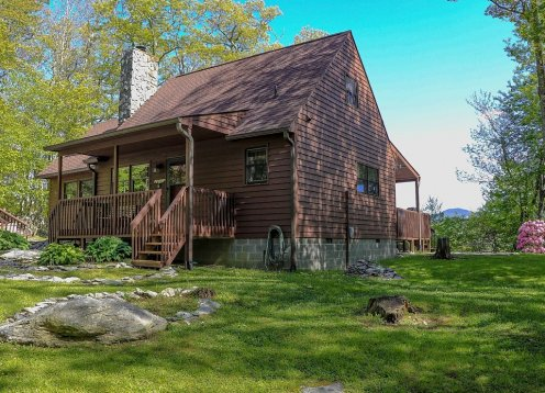 Mountain View Cabin - Pet Friendly - Outdoor Hot Tub - Fire Pit