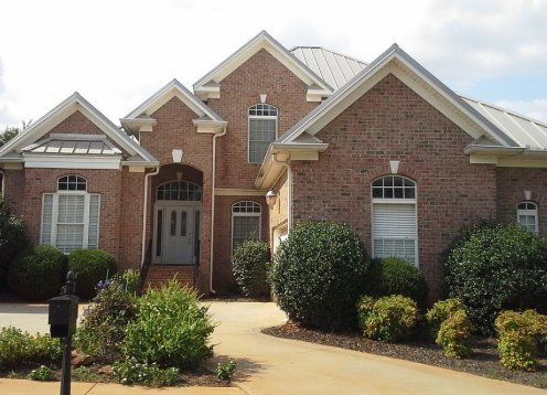 Woodruff Rd Waterfront Executive Home - Wifi *Great Location*